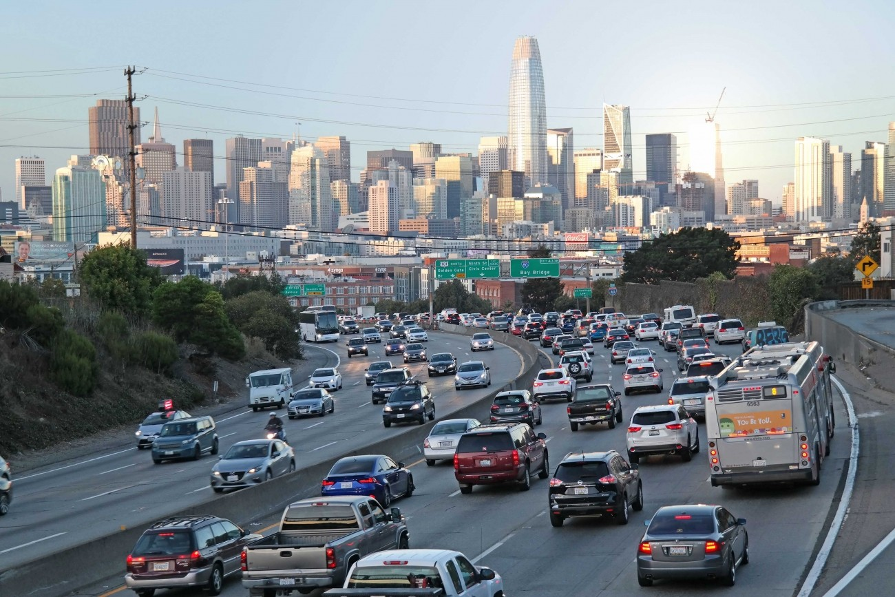 Cars headed toward San Francisco on the freeway