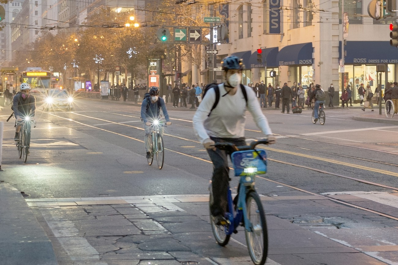 Bicyclists on Market Street wearing face masks due to smoky air