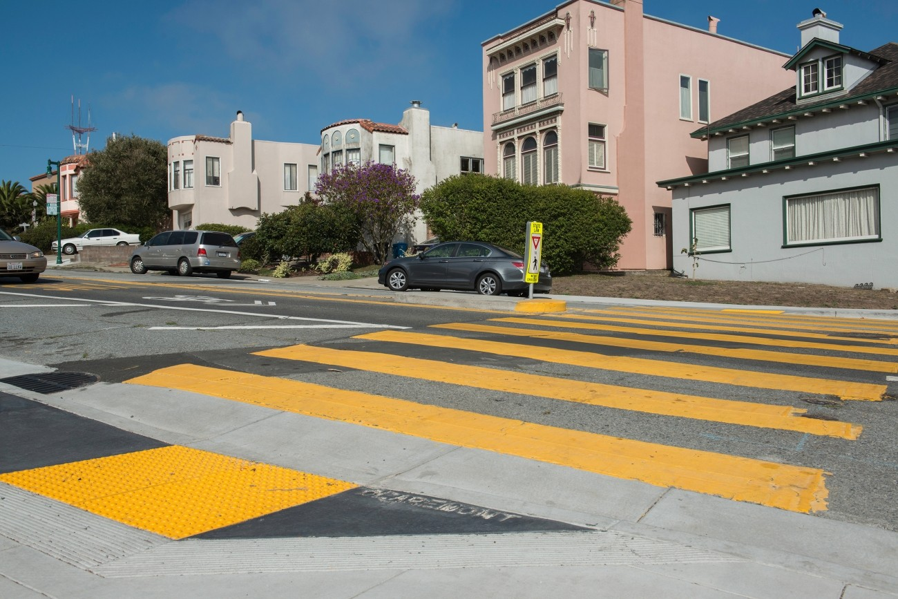 Crosswalk in School Zone on Claremont Boulevard (Photo: SFMTA Photo Department)