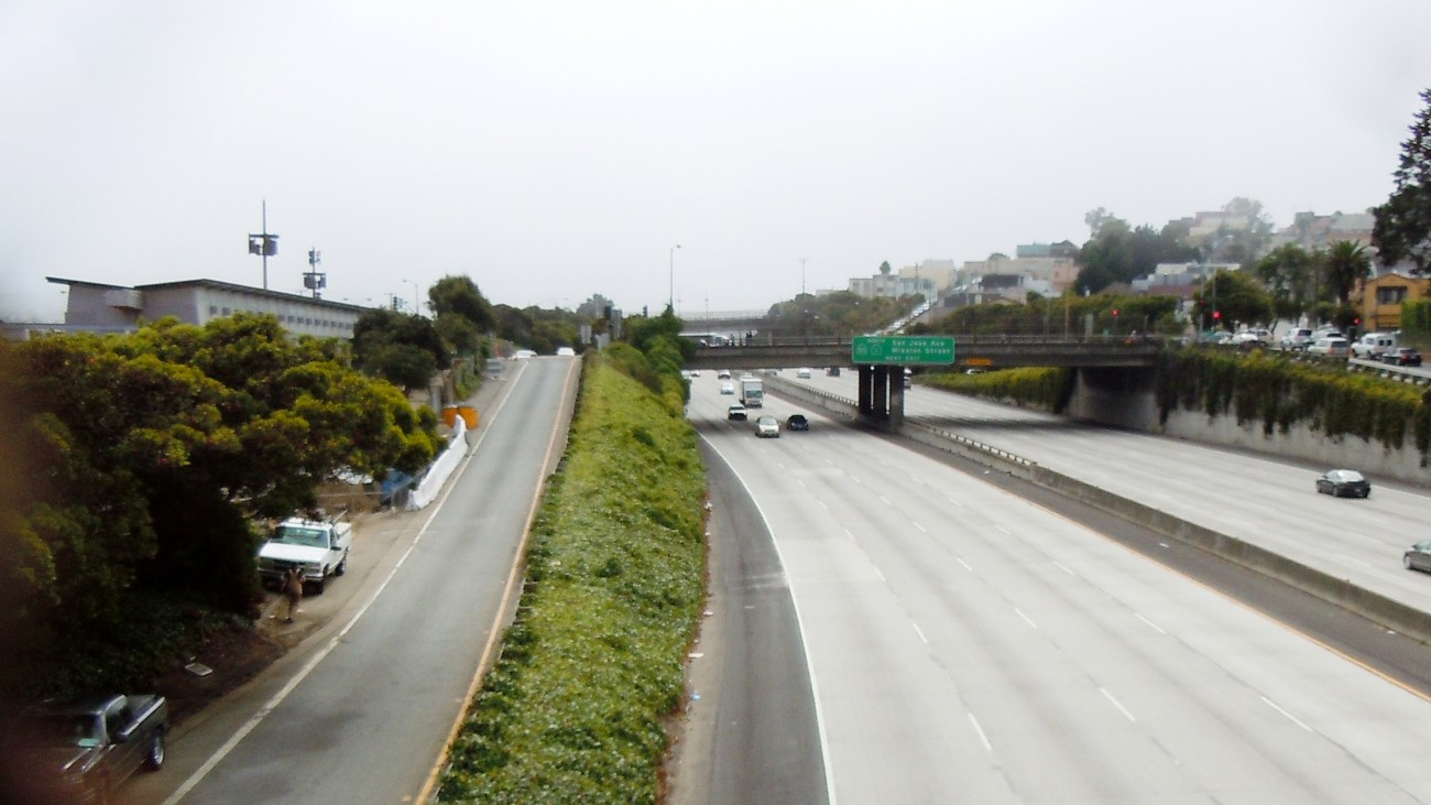 Image of where Geneva and Ocean Avenues intersect with the I-280