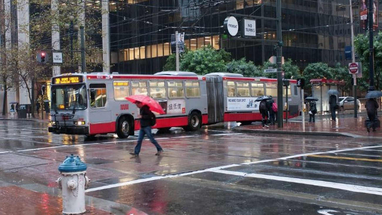 muni bus in the rain
