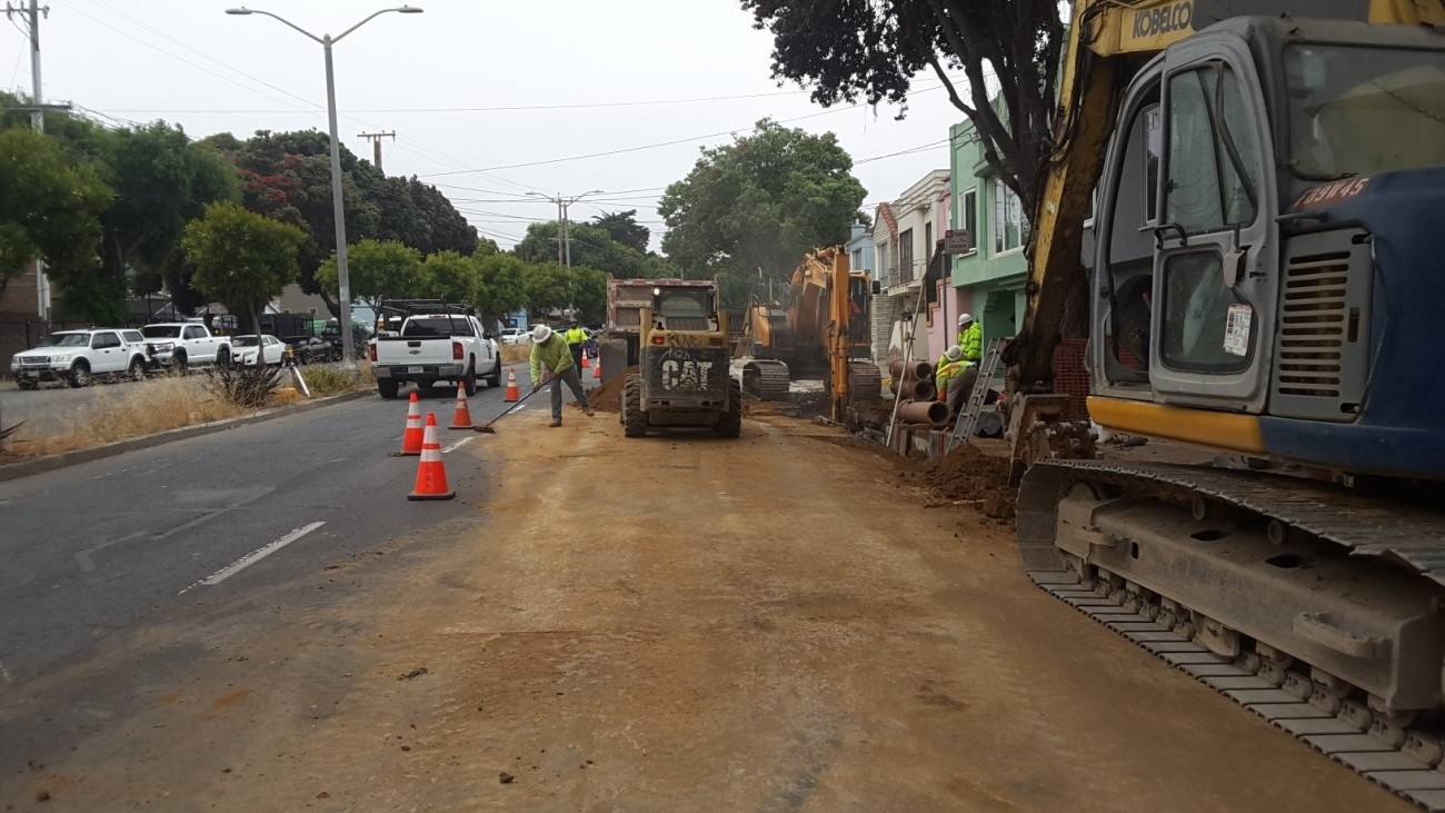 Construction  taking place Alemany Blvd to repave the road